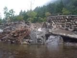 須川家族村は護岸が崩壊