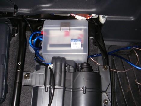 運転席下のSBC-001A