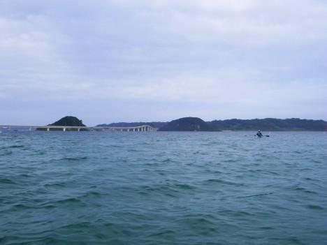 角島大橋を眺めながら島へ渡る