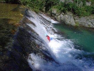 和田さん滝浴び