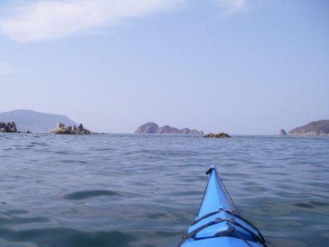 遠く鼻繰島を臨む