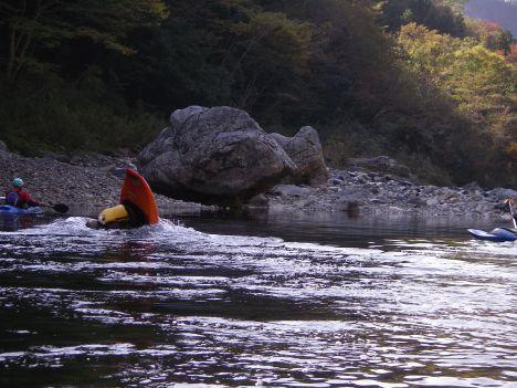 浮いてる岩と刺さる人