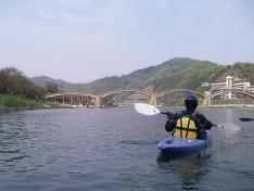 川から錦帯橋