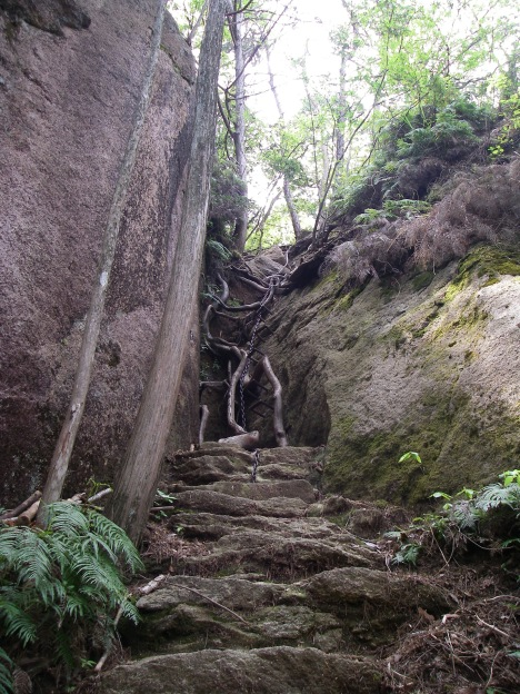中岳への登り