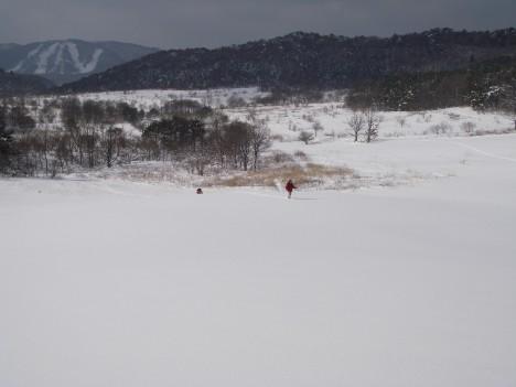 大雪原を歩く