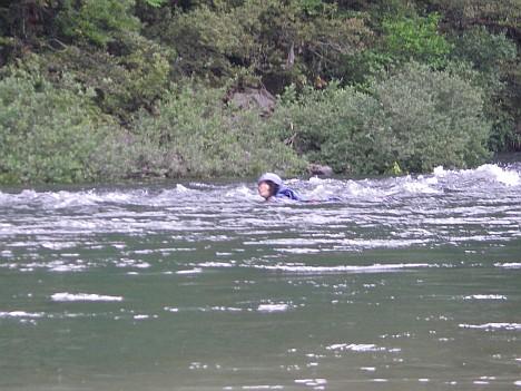 泳ぐ人たち