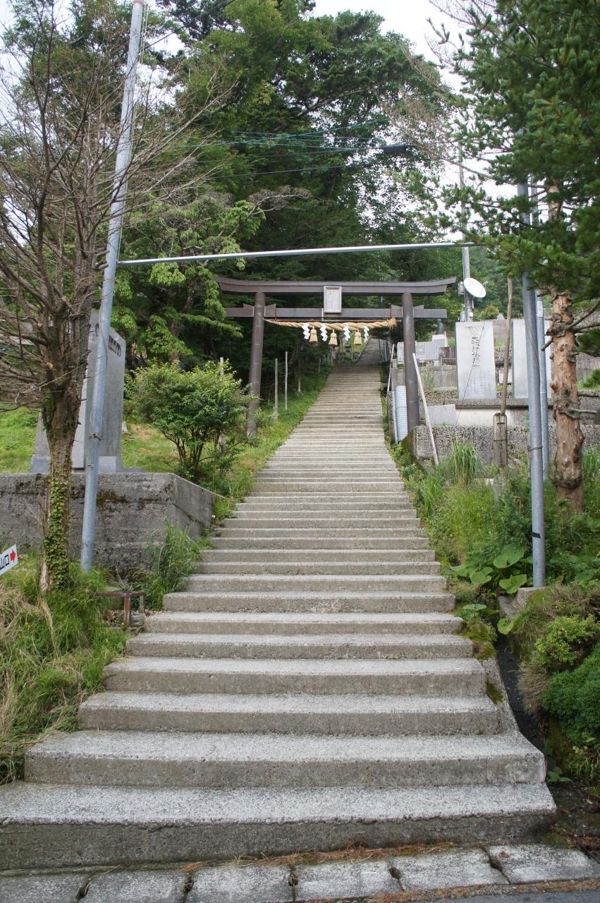 剣神社への道